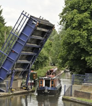 Canal boat hire from Aldermaston Wharf in Reading in Berkshire
